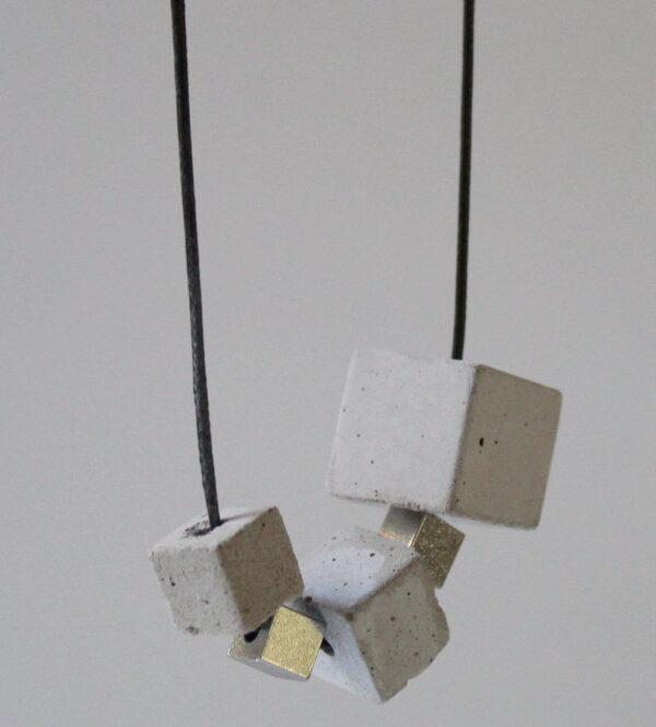 Collier pour femme contemporain, fabriqué à Paris