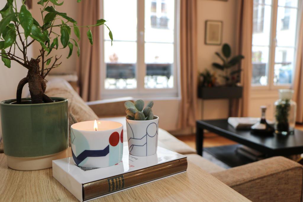 Idée de cadeau typiquement parisien: des bougies parfumées à l'effigie des monuments emblématiques de la capitale