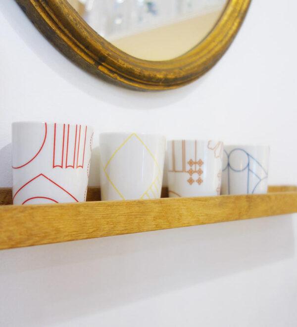 4 petites bougies décoratives, peinte à la main avec des motifs illustrant le Louvre, Beaubourg, Notre-Dame et l'Opéra Garnier