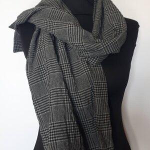 Étole pour homme en coton gris à carreaux, fabriquée à Paris par la maison Armance et Apolline. Pièce unique.