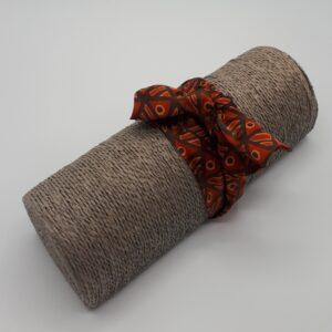 Bracelet en soie orange fabriqué à Paris par la maison Armance et Apolline.
