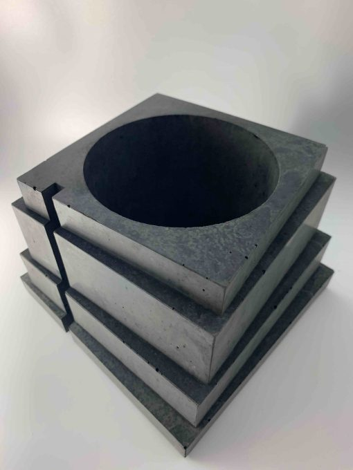 Pot décoratif en béton pour plante d'intérieur, modèel Taloul, créé par l'atelier parisien Blackbeton