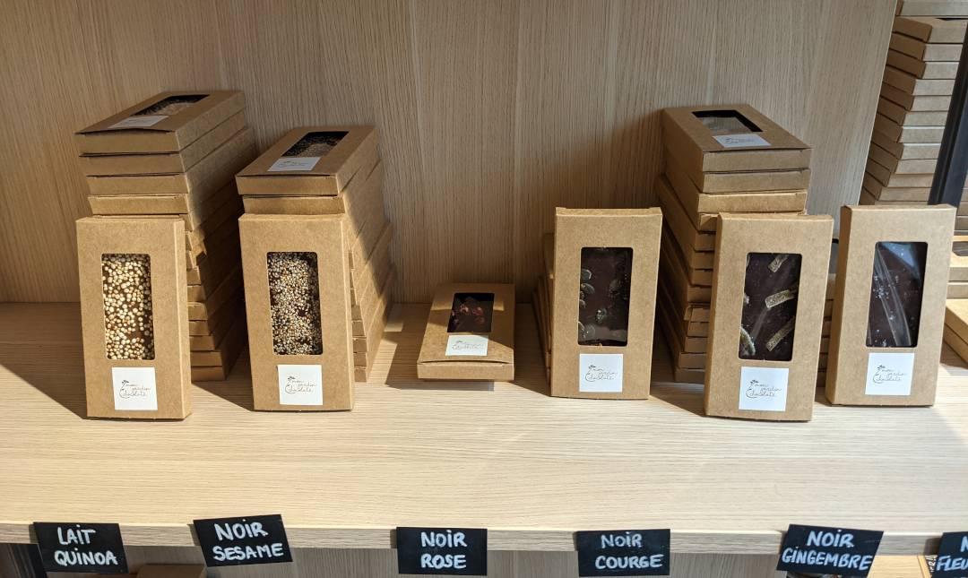 Tablettes de chocolat bio et artisanal, fabriqué par la chocolaterie Parisienne Mon Jardin Chocolaté