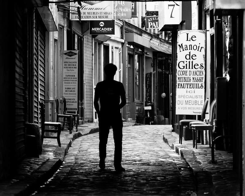 Photo en noir et blanc du passage du chantier à Paris